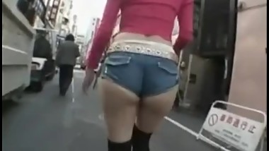 japanese tall girl public walkimg