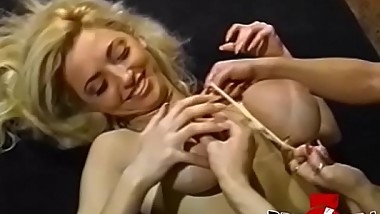Dyke Rebecca Wild lives up to name in fingering threesome