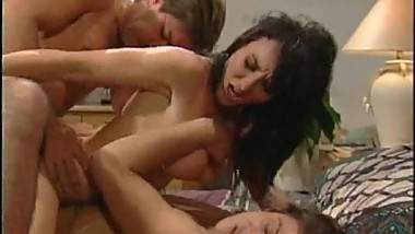 Porn slut double penetrated and given 2 facials