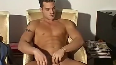Muscle jock Luciano stripteasing before foot fetish torment