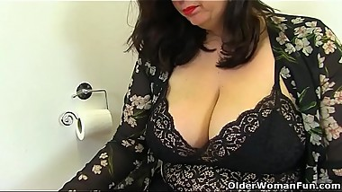 British BBW Jayne Storm gets naughty in bathroom