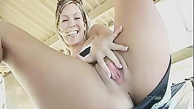 Teen Flashes and Masturbates in Public