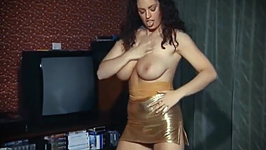 GOLDEN GIRL - vintage British big tits dance tease