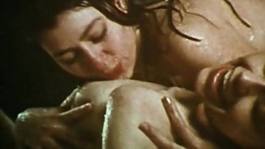Vintage Lesbians 1970 - Wet and Natural